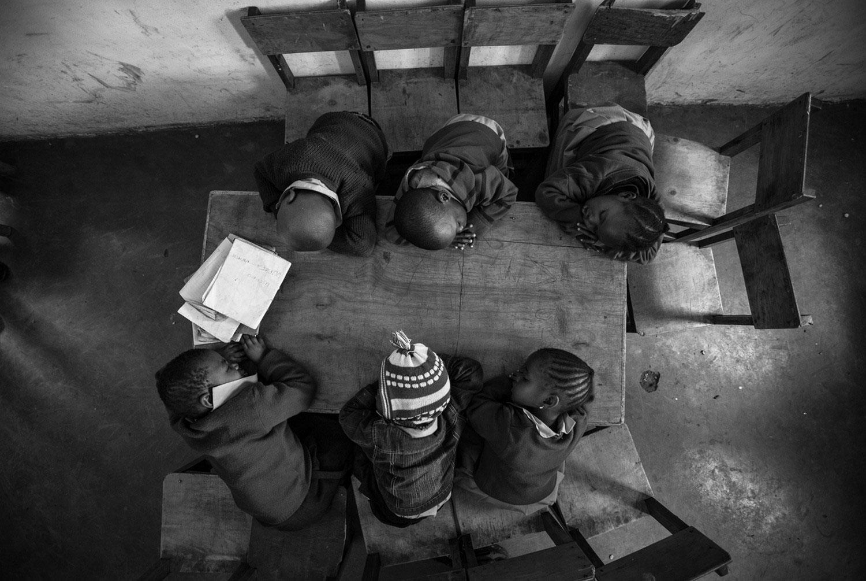 дети уснули за столом