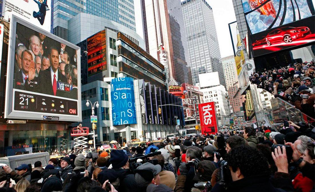 Зрители на Таймс-сквер, фото США