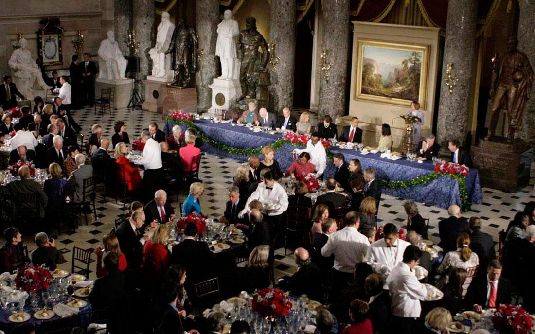 Барак Обама с супругой Мишель на обеде, фото США