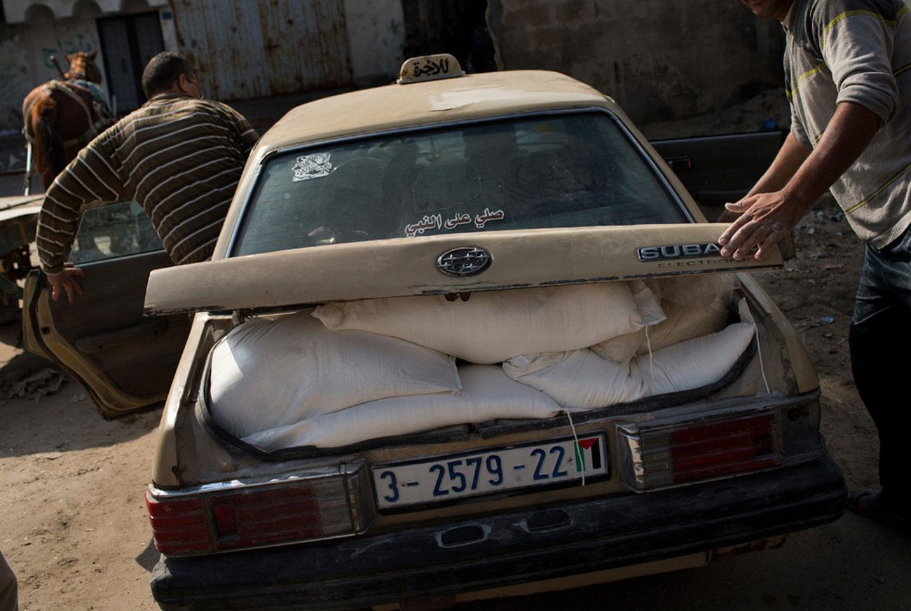 отправка муки в лагерь беженцев в город Газа