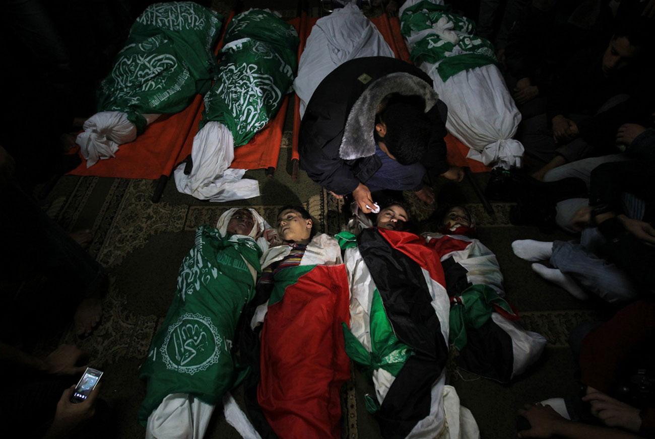 на похоронах палестинской семьи