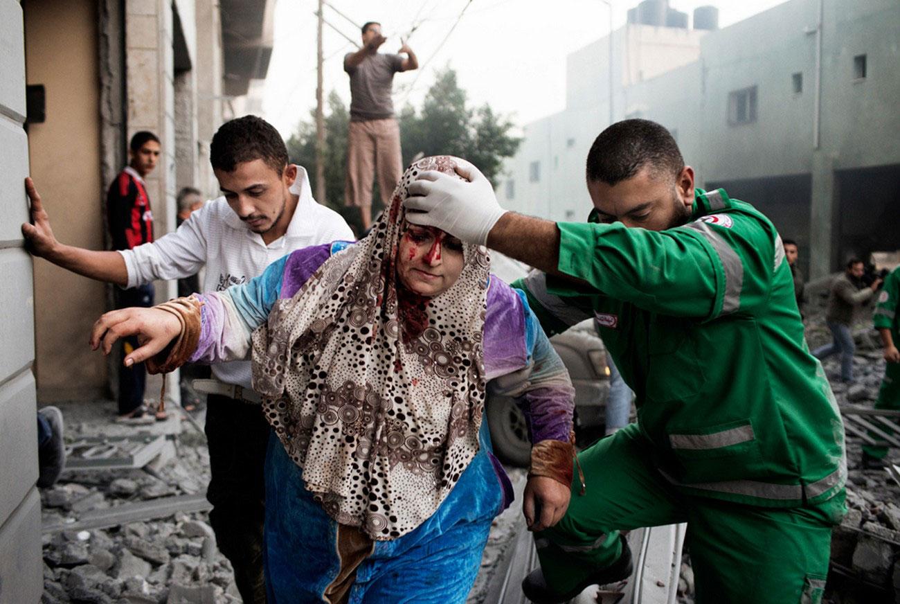 раненая палестинская женщина