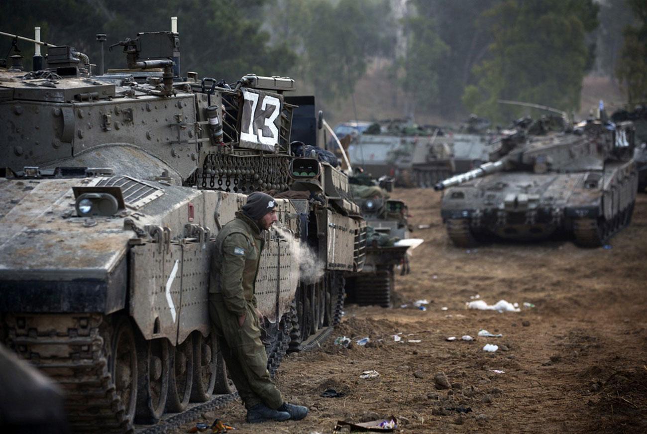 колонна танков на израильско-палестинской границе