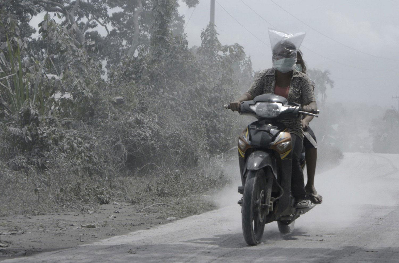 люди на мотоцикле