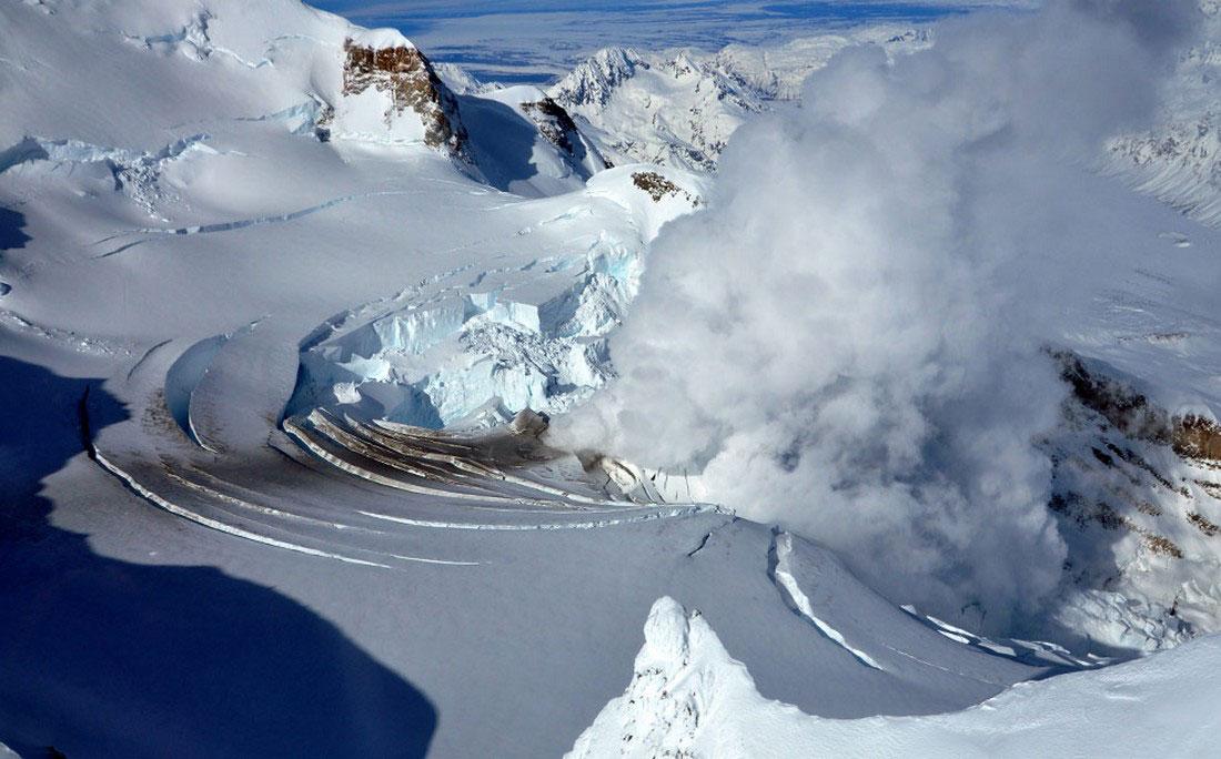 Кратер вулкана Редаут, фото с Аляски