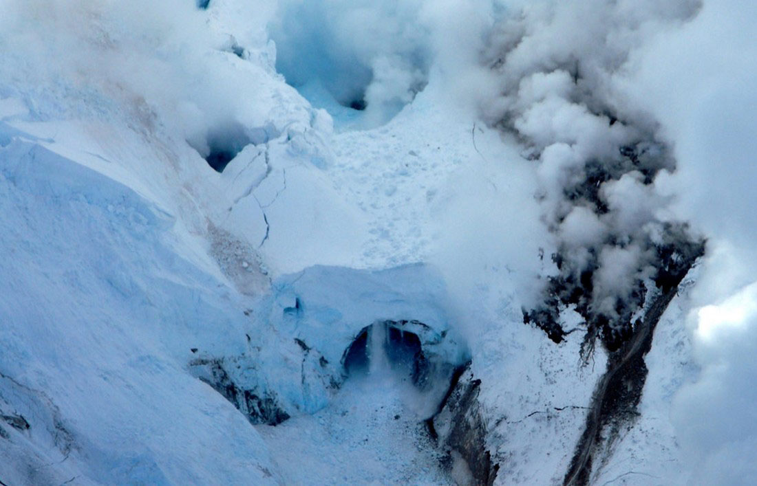 след с прошлого извержения вулкана, фото с Аляски