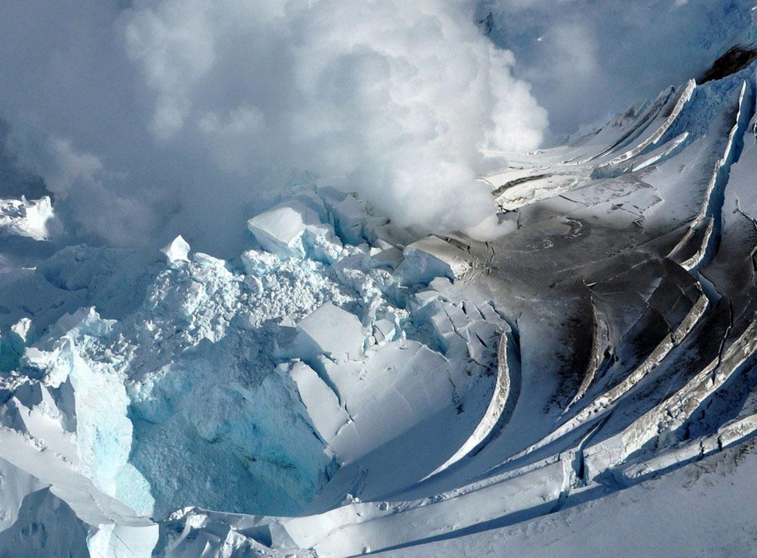 вершина кратера вулкана Редаут, фото с Аляски