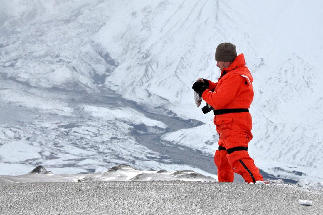 сбор проб пепла, фото с Аляски