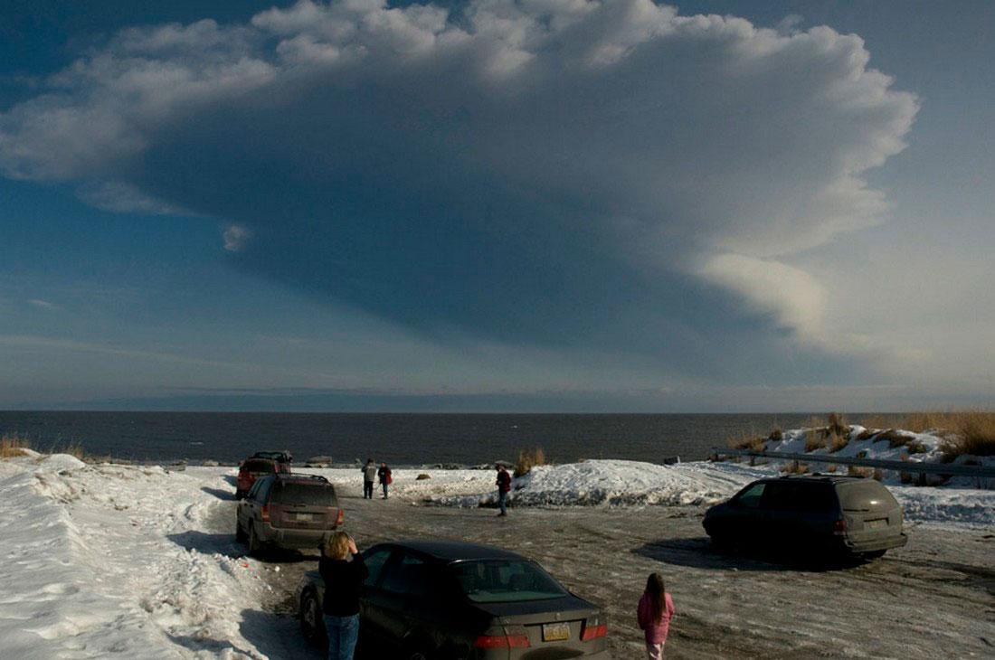 быстрорастущий шлейф пепла, фото с Аляски