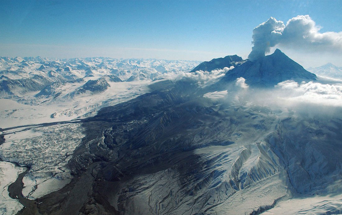 селевые потоки вулкана Редаут, фото с Аляски