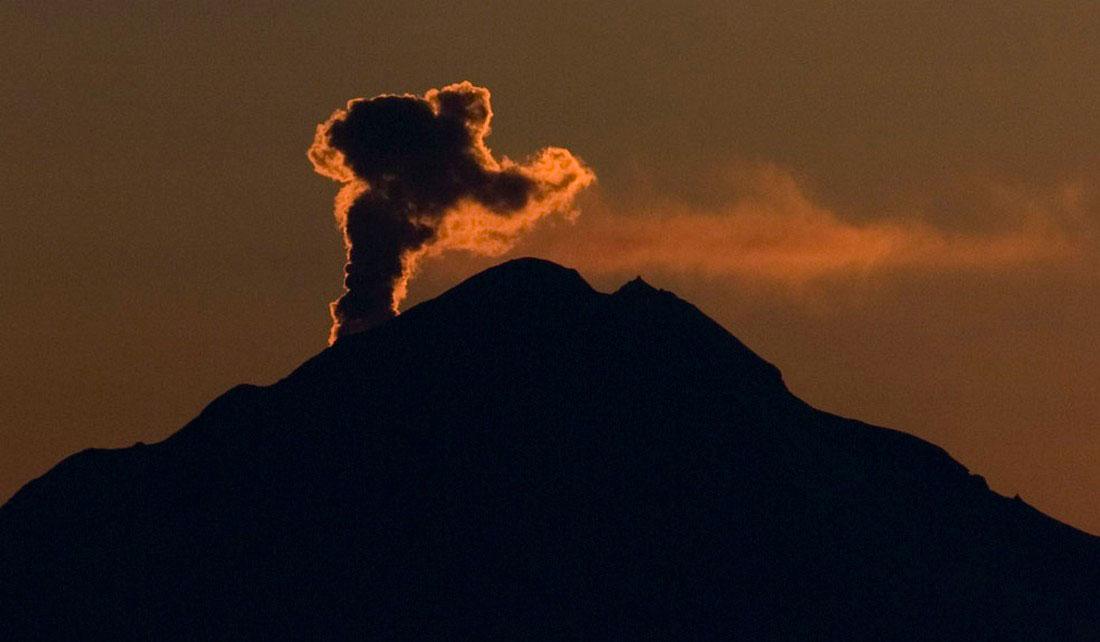 пепел вулкана, фото с Аляски