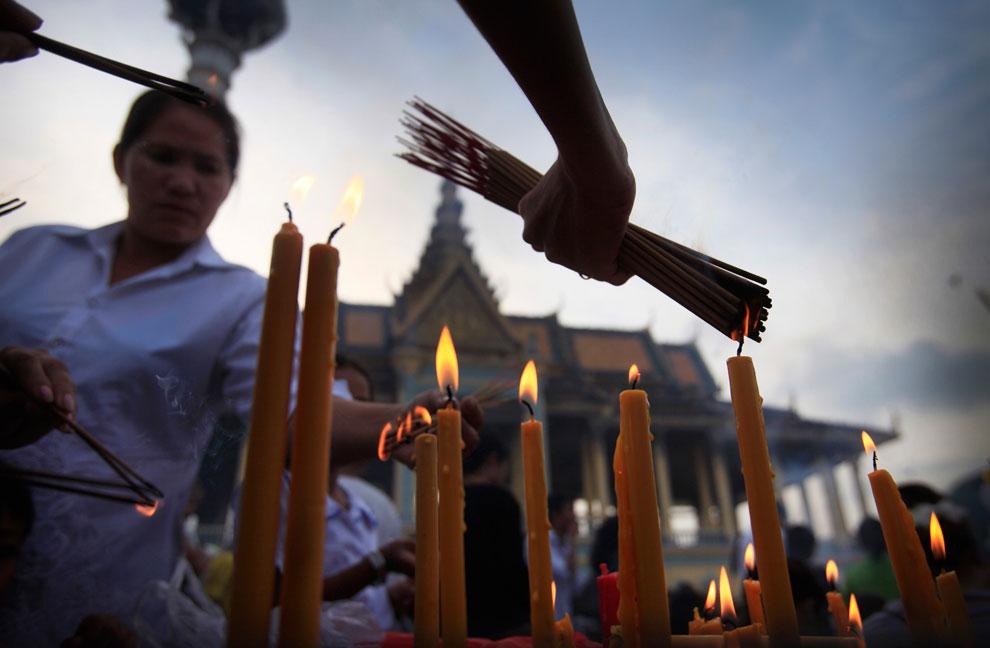 свечи на похоронах короля, Камбоджи, фото