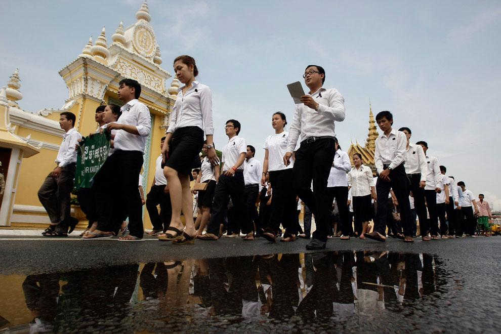 студенты оплакивают смерть короля, Камбоджи, фото