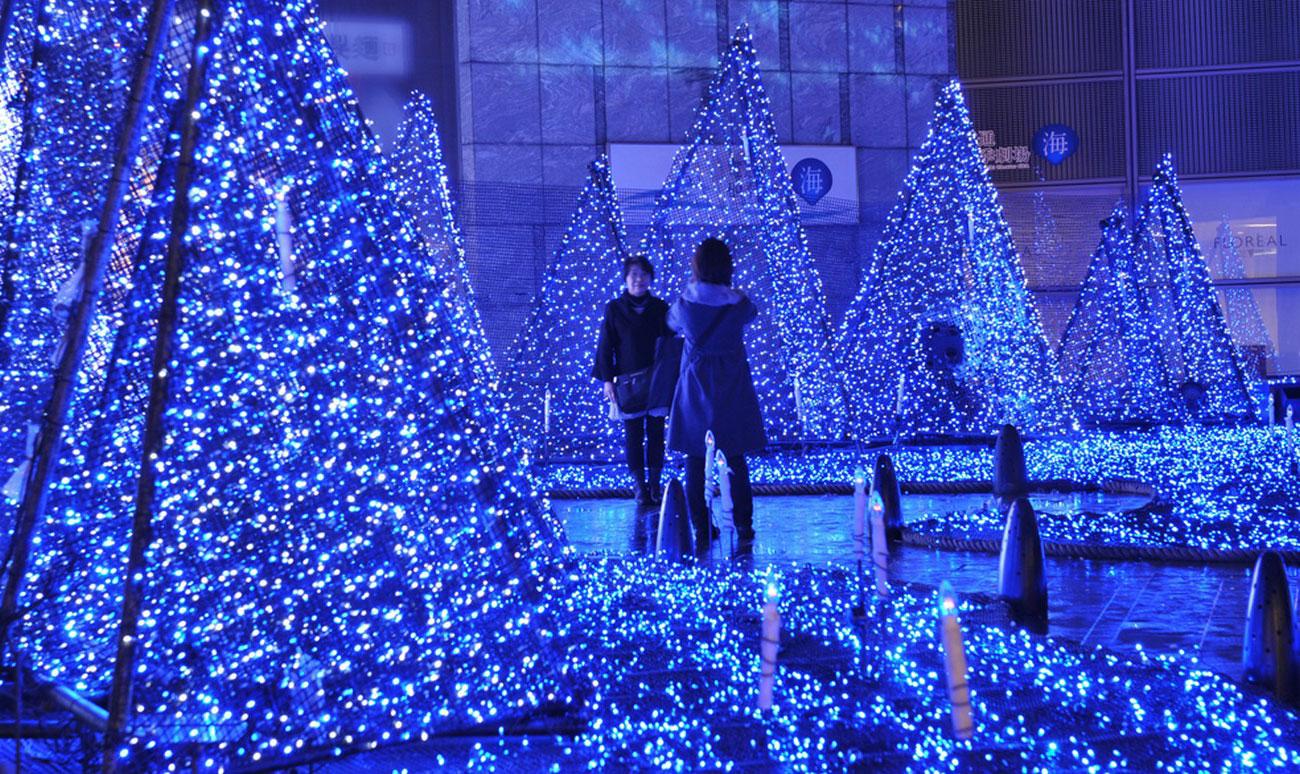 фото на фоне рождественских фонарей