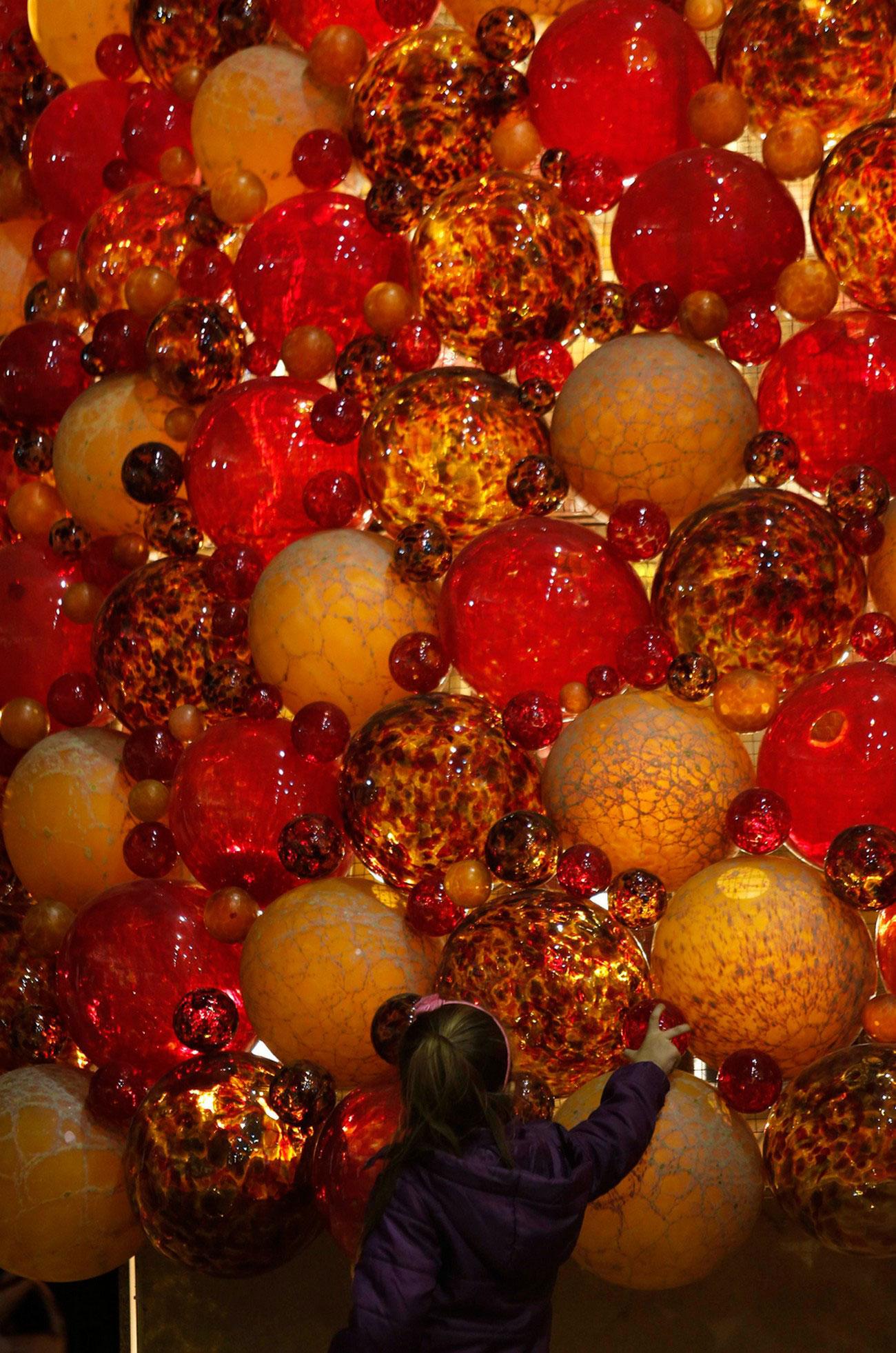 елка из стекла в Рождественскую ночь