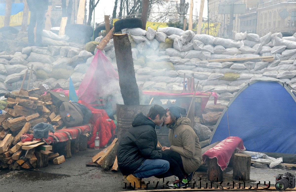 демонстранты на баррикадах