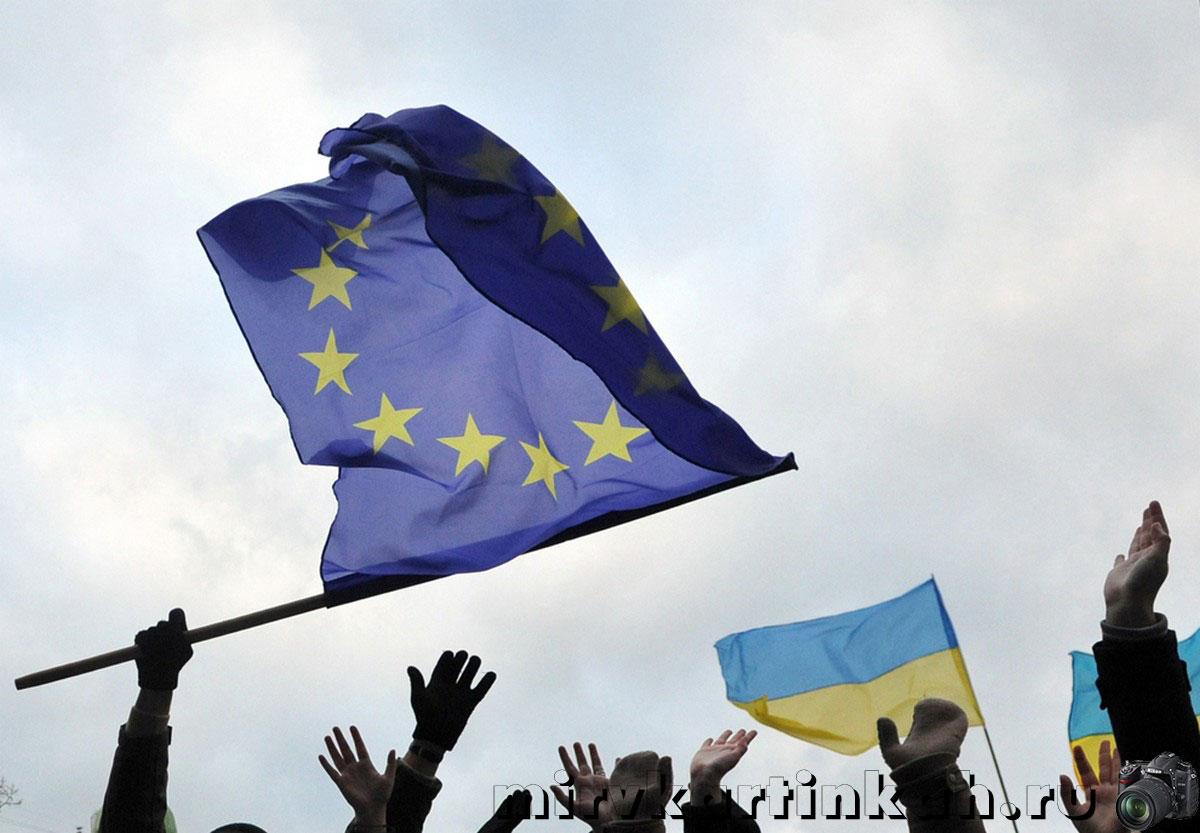 флаги Европейского Союза и Украины