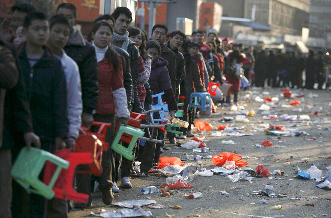 На железнодорожной станции в городе Куньмин, фото