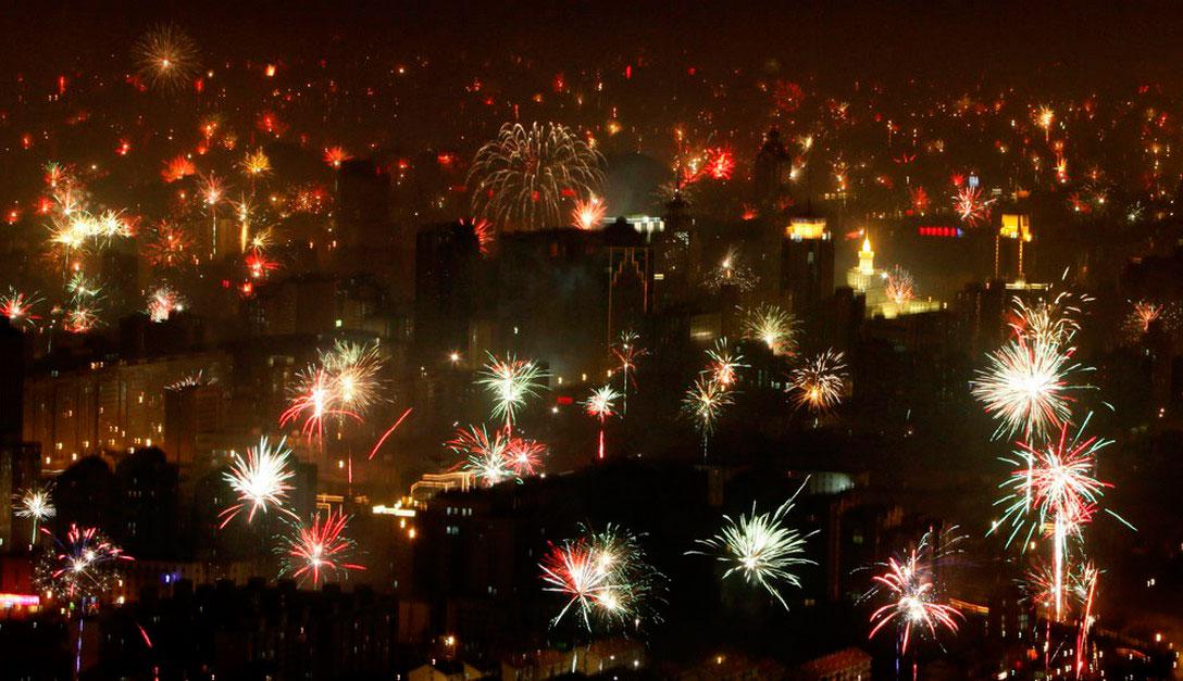 Фейерверки в небе над Пекином, фото