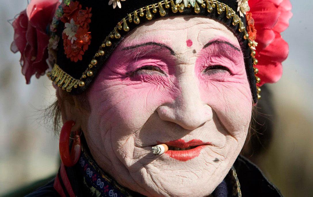 Китаянка с сигаретой, фото