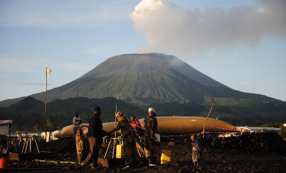 колодец вблизи вулкана Nyiragongo в Кибати, Конго, фото