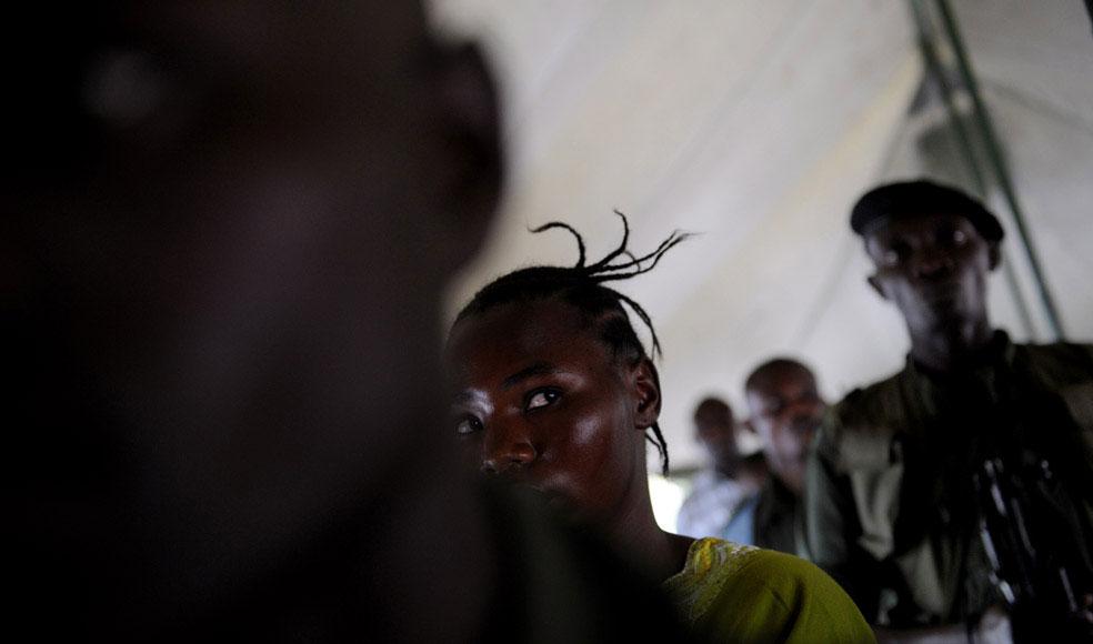 изнасилованная солдатами женщина, Конго, фото