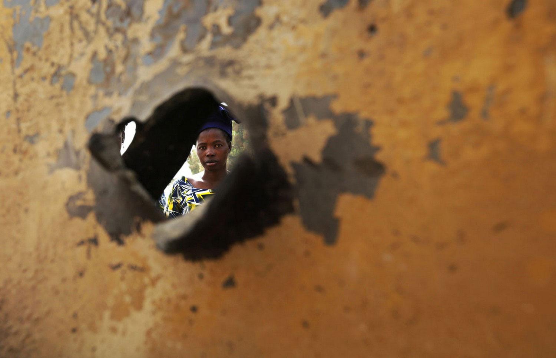 пулевое отверстие в автомобиле, фото Мали