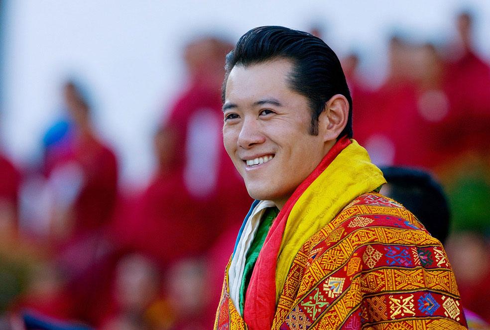 король Бутана становится самым молодым монархом в мире, фото