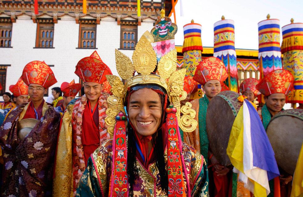 танцоры на церемонии коронации, Бутан, фото