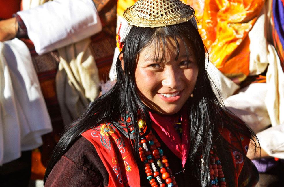 Женщина в традиционной одежде Бутана, фото