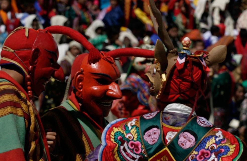 Танцоры в масках, Бутан, фото