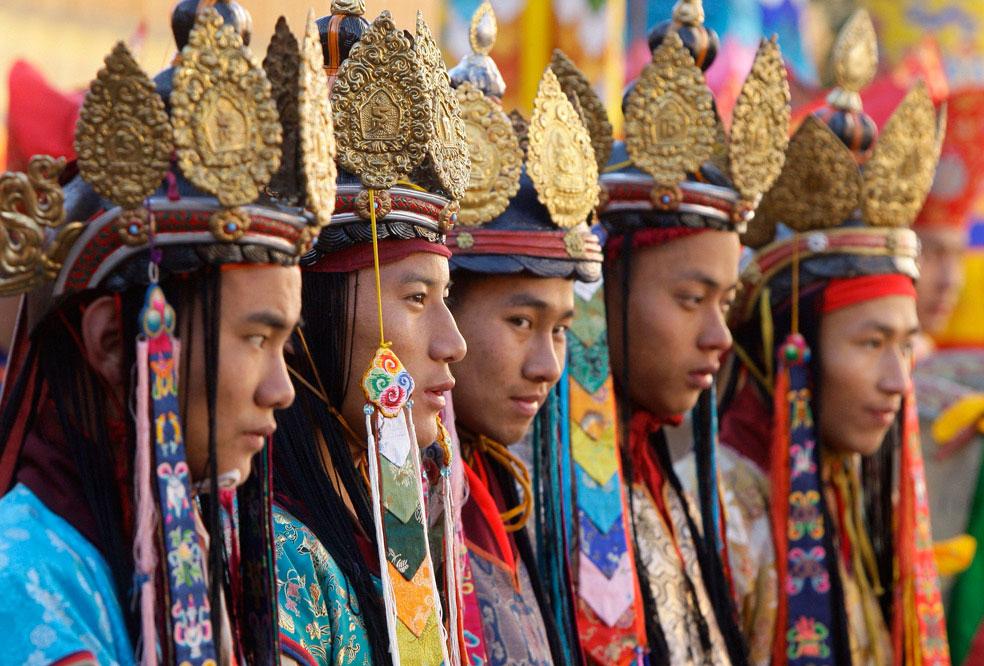танцоры во дворце, Бутан, фото