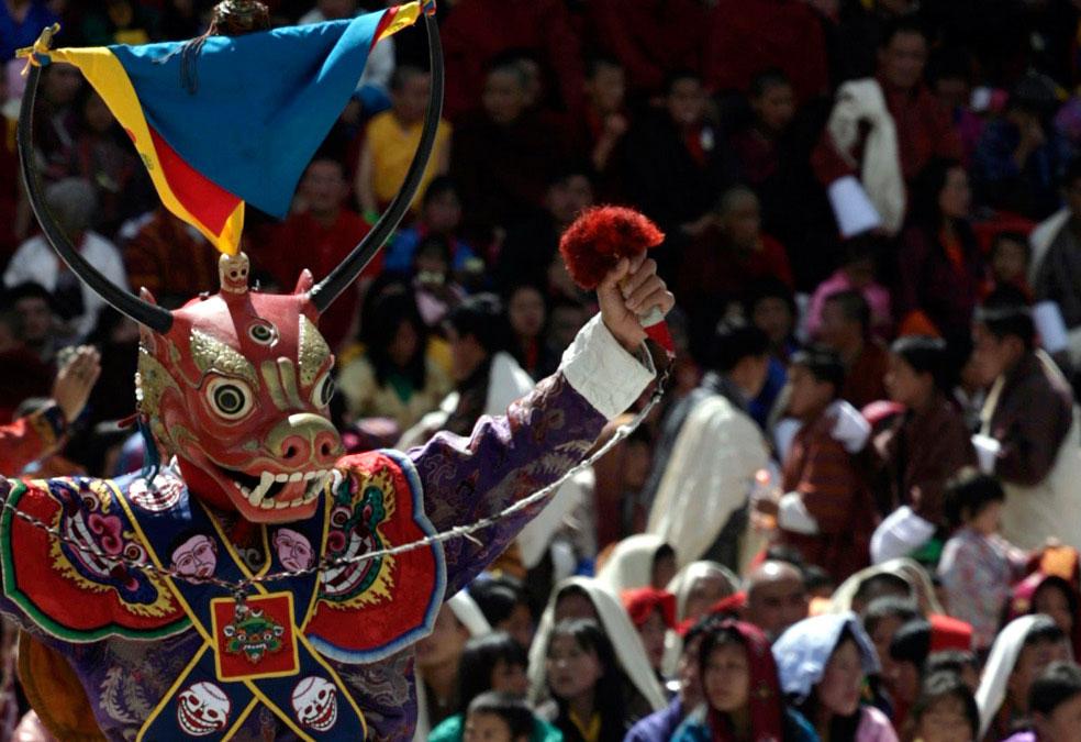 танец в честь новоиспеченного короля, Бутан, фото