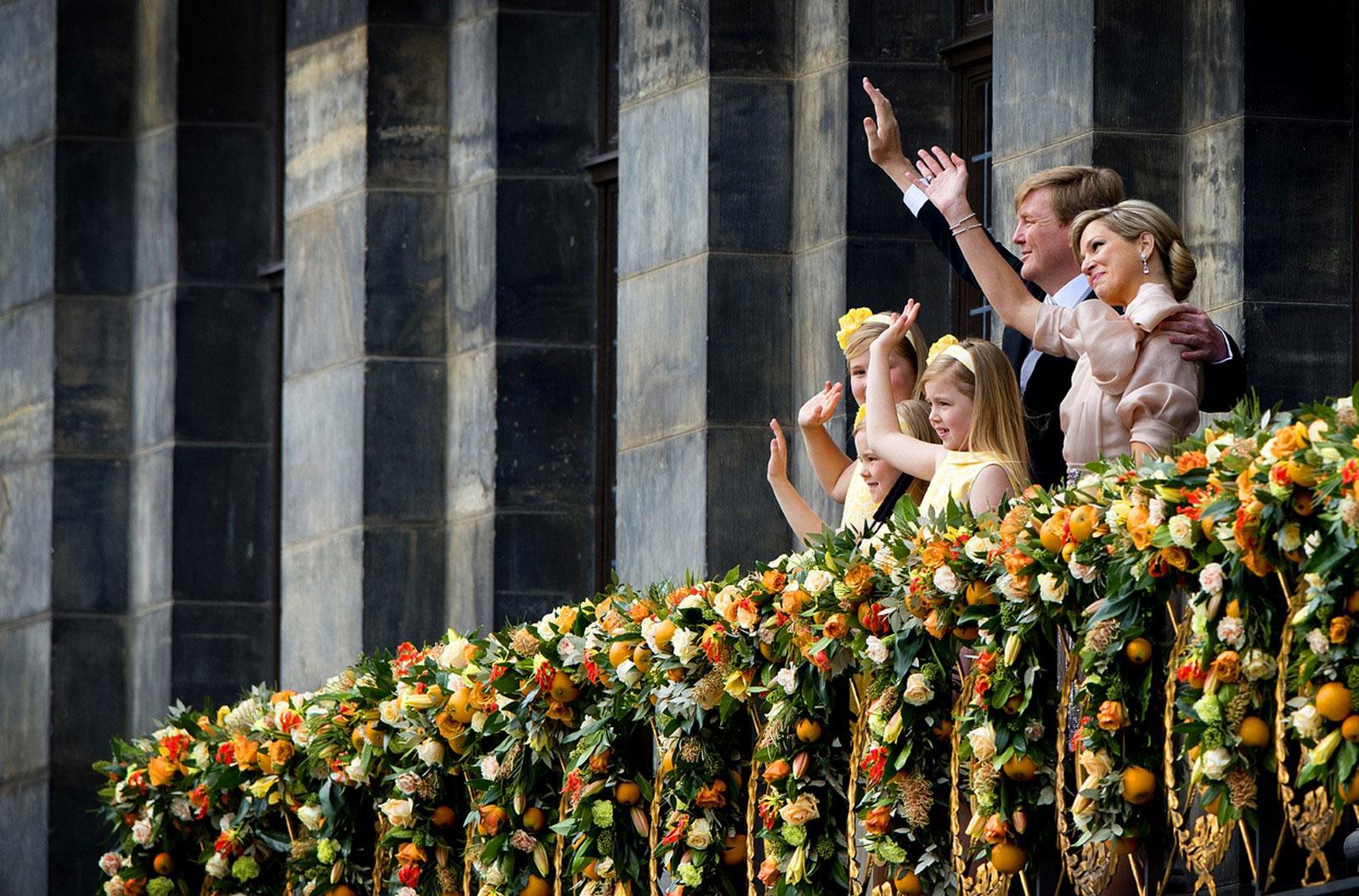 король Нидерландов со своей семьей