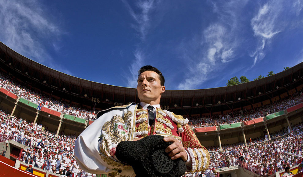фото испанского матадора на корриде