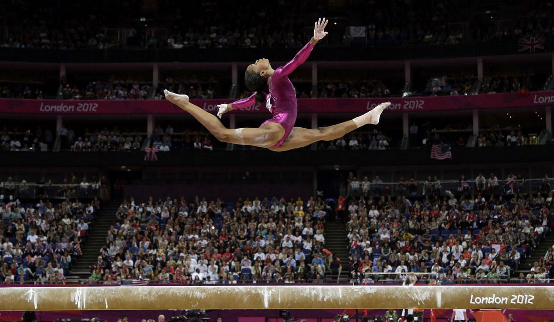 Гимнастка Габриэль Дуглас, фотография 2012 года