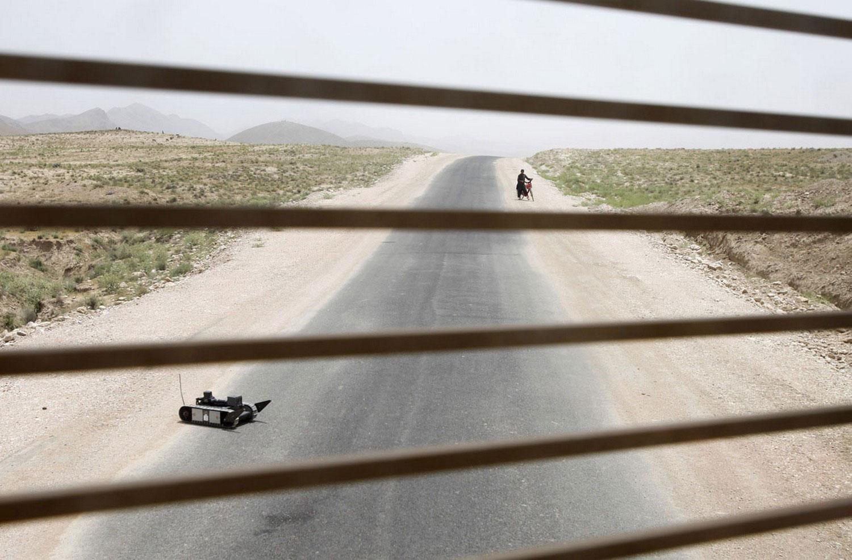 исследование территории на мины в Афганистане, фото