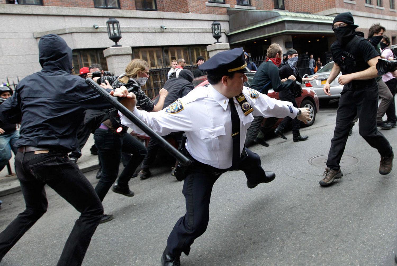 на активиста протеста, фото