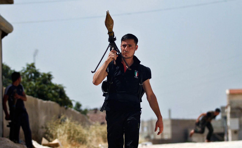 мужчина с ракетой в Сирии, фото