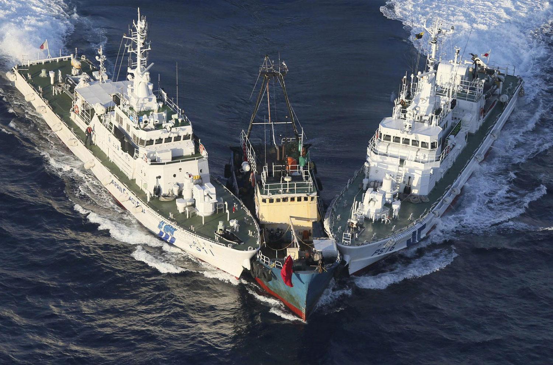 Лодка взята под арест, фото