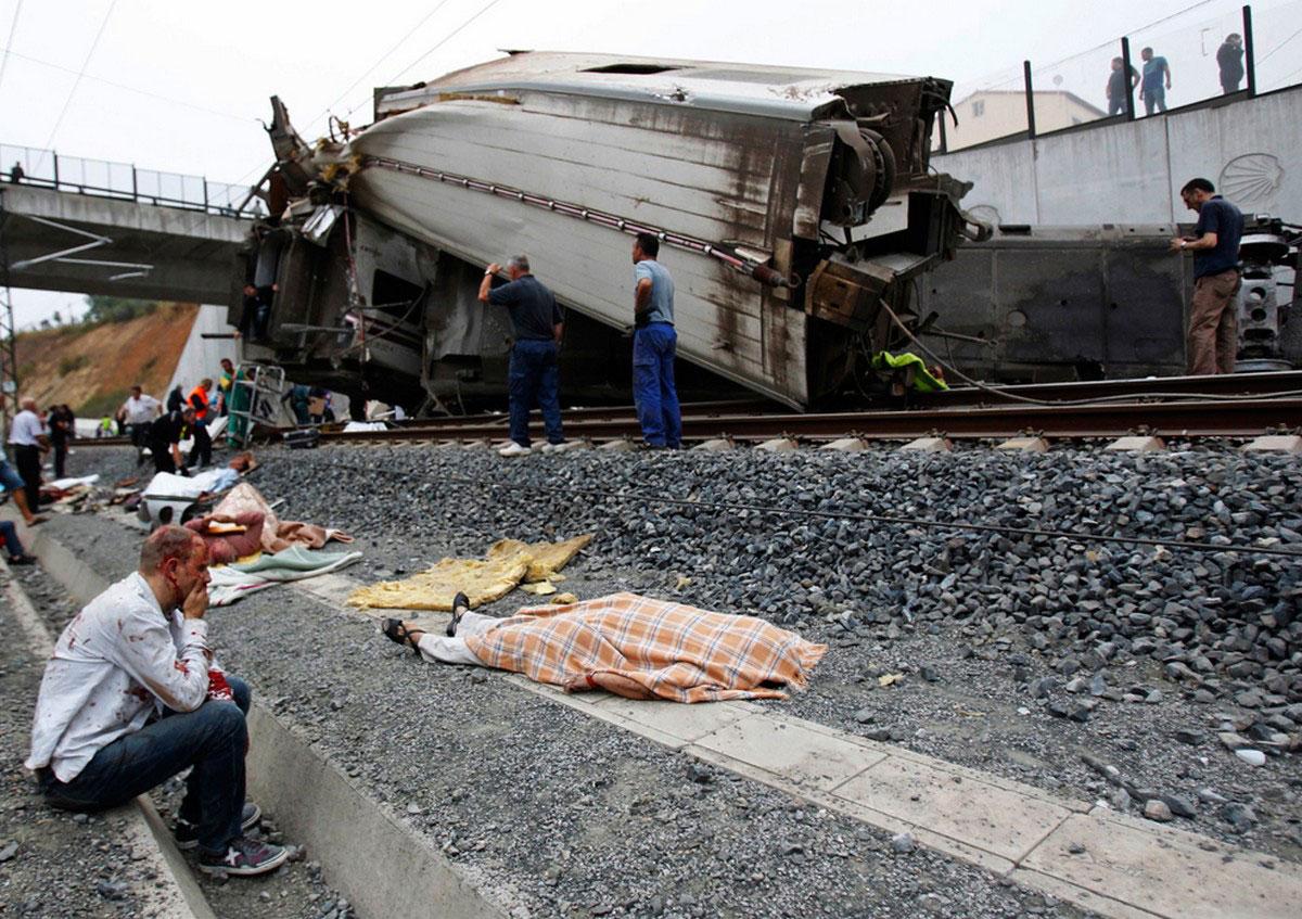 раненый на железнодорожных путях