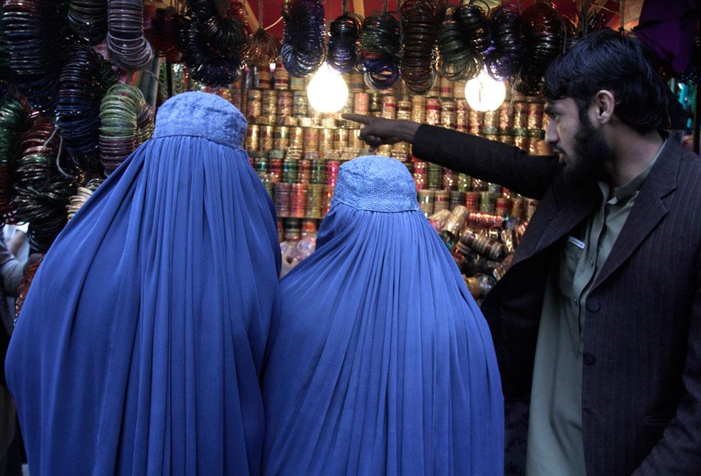 женщины на рынке Афганистана, фото Курбан-байрам