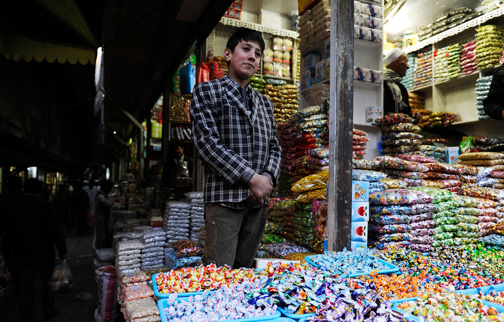 продажа конфет, фото Курбан-байрам