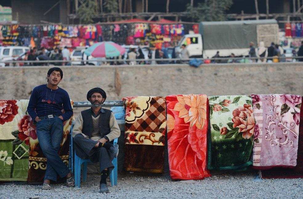 Продавцы пледов, фото Курбан-байрам