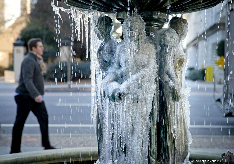 фонтан замерз