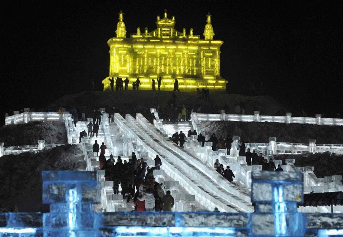 туристы на фестивале льда и снега в Китае, фото
