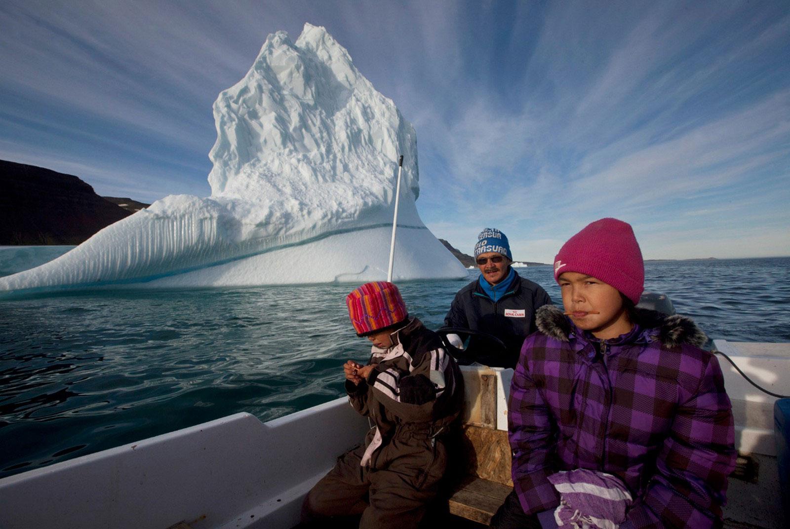 эскимосы в лодке
