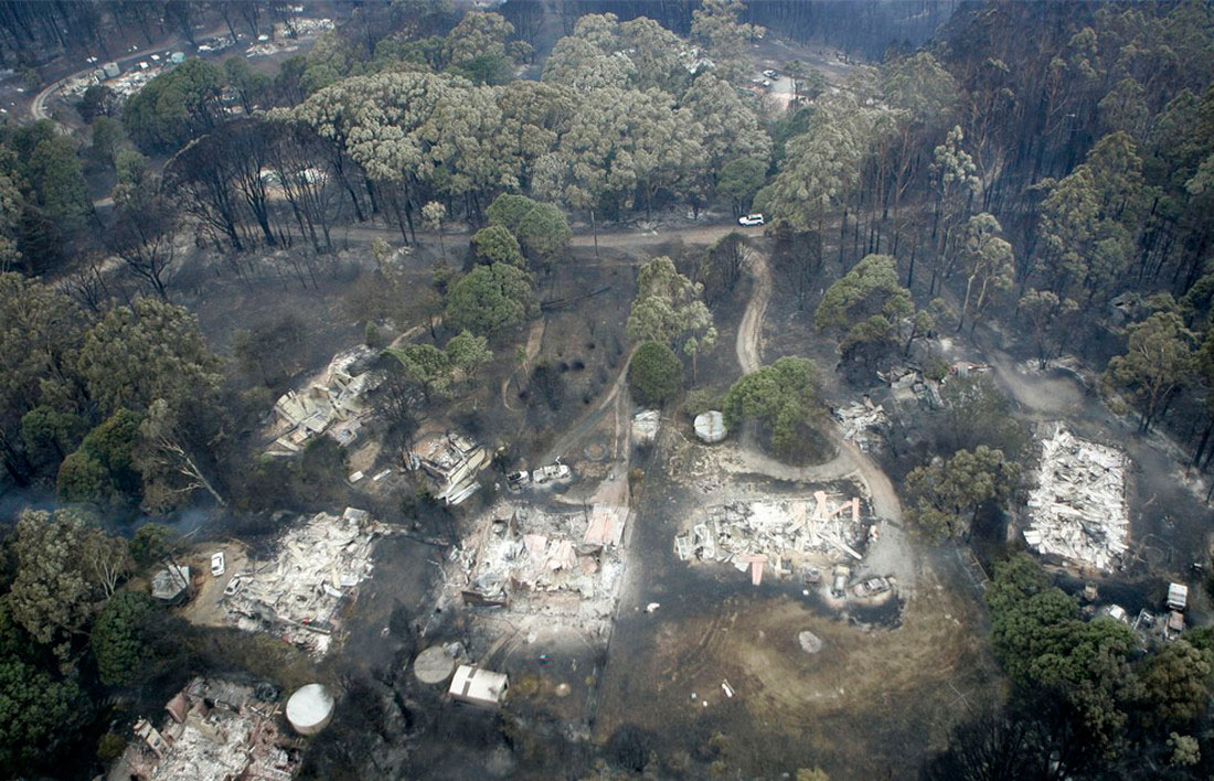 уничтожен огнем небольшой населенный пункт, фото из Австралии