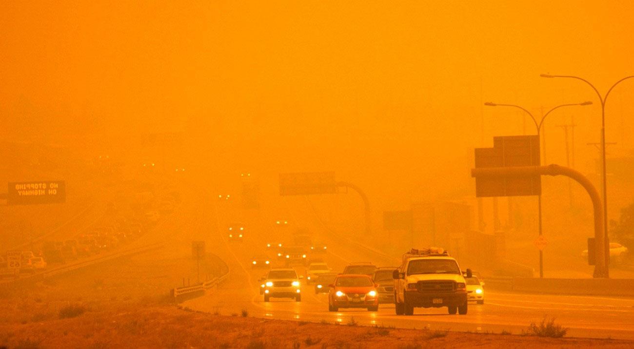 шоссе I-25 в дыму, фото лесных пожаров