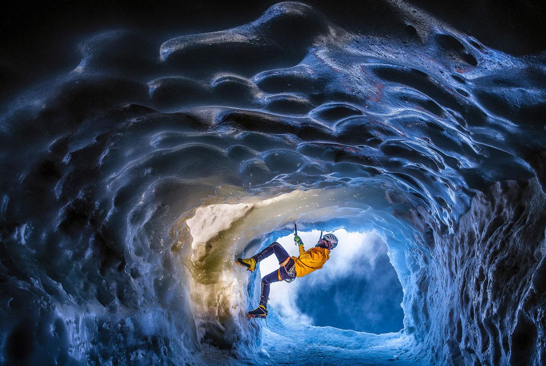 ледяная пещера в Альпах, фото летнее